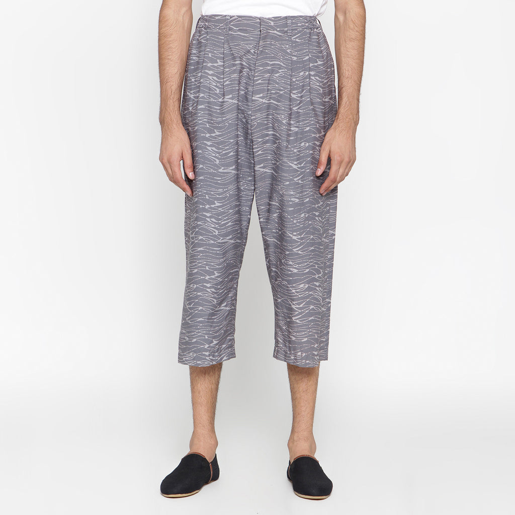 MEN PLEATS MIDI SHORT PANT : GRINGSING WAVE