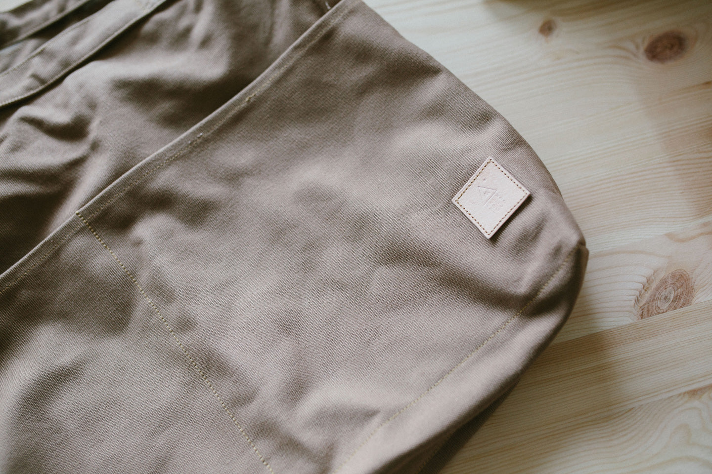 xL Sling Bag (North Creek Brown)