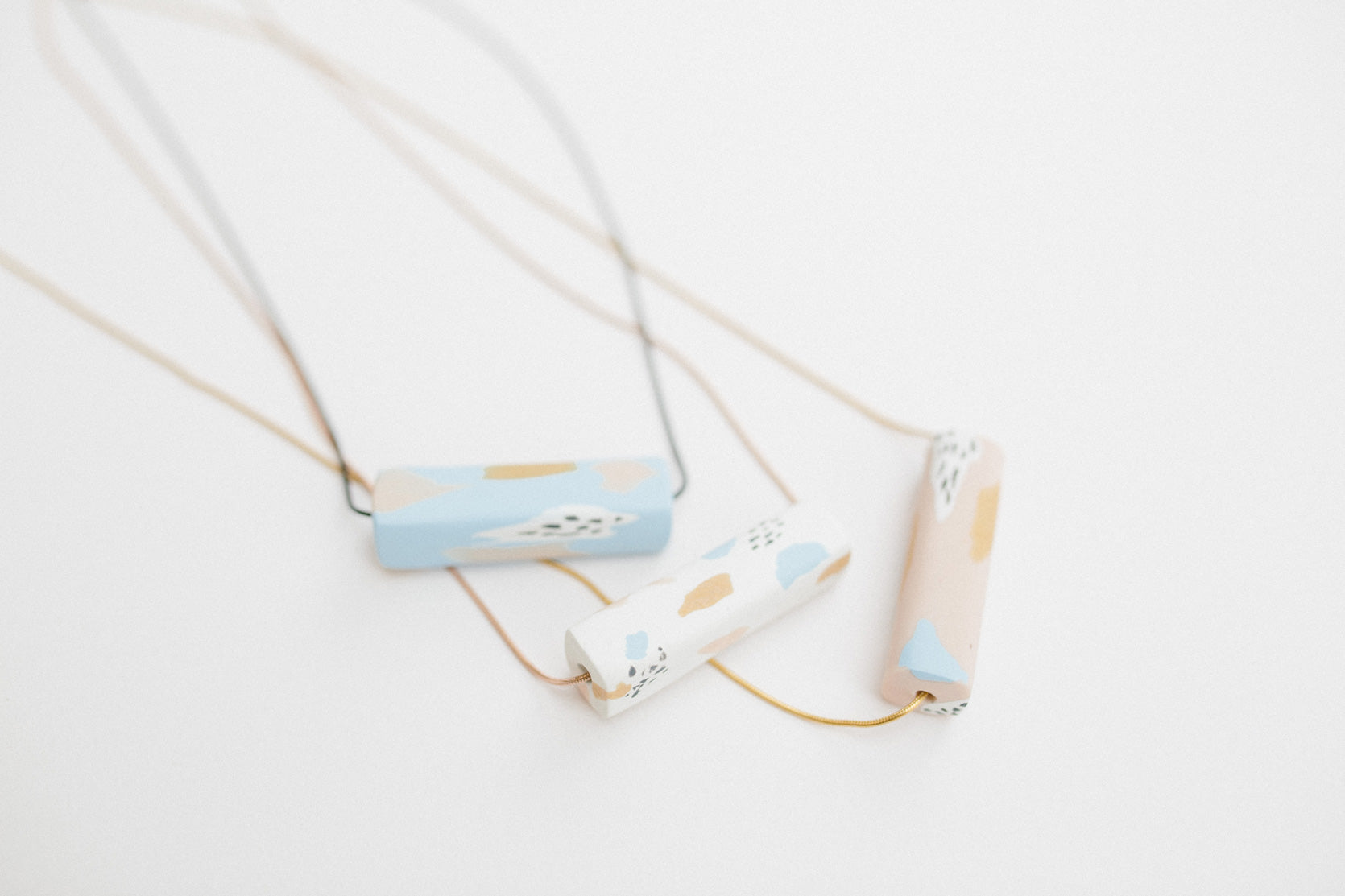 Fragments / Bar Necklace in White