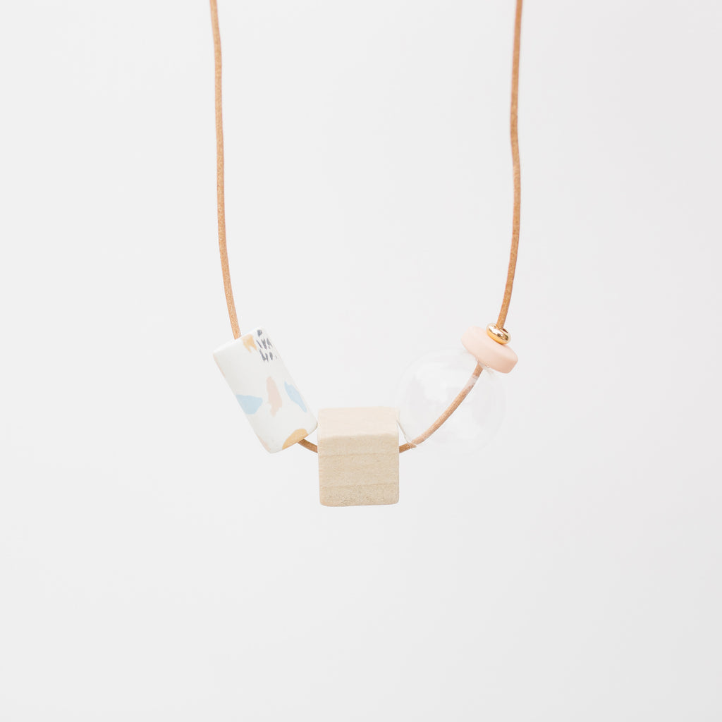 Fragments / Beads Necklace in Pink