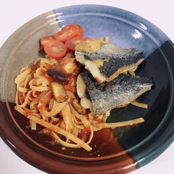 Simple way to prepare pan-fried mackerel with tomato sauce spaghetti