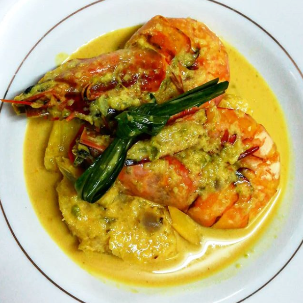 Masak Lemak Cili Api Ng. Sembilan King Prawn with Pineapple & Pandan Leaves