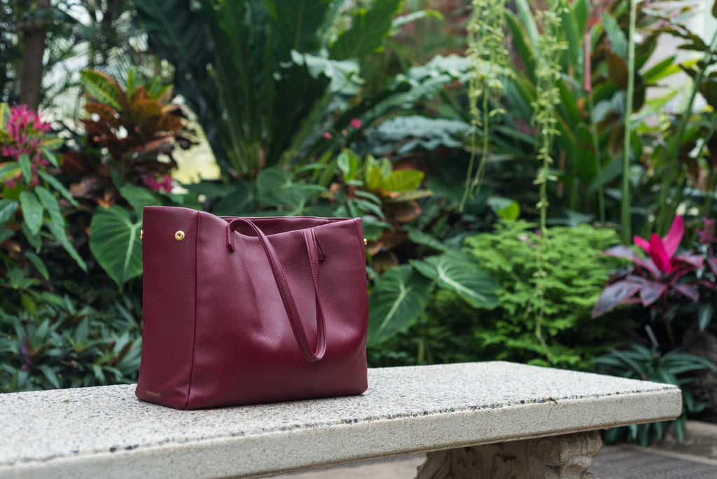 PEDRO'S BLUFF - Walkabout Tote in Burgundy