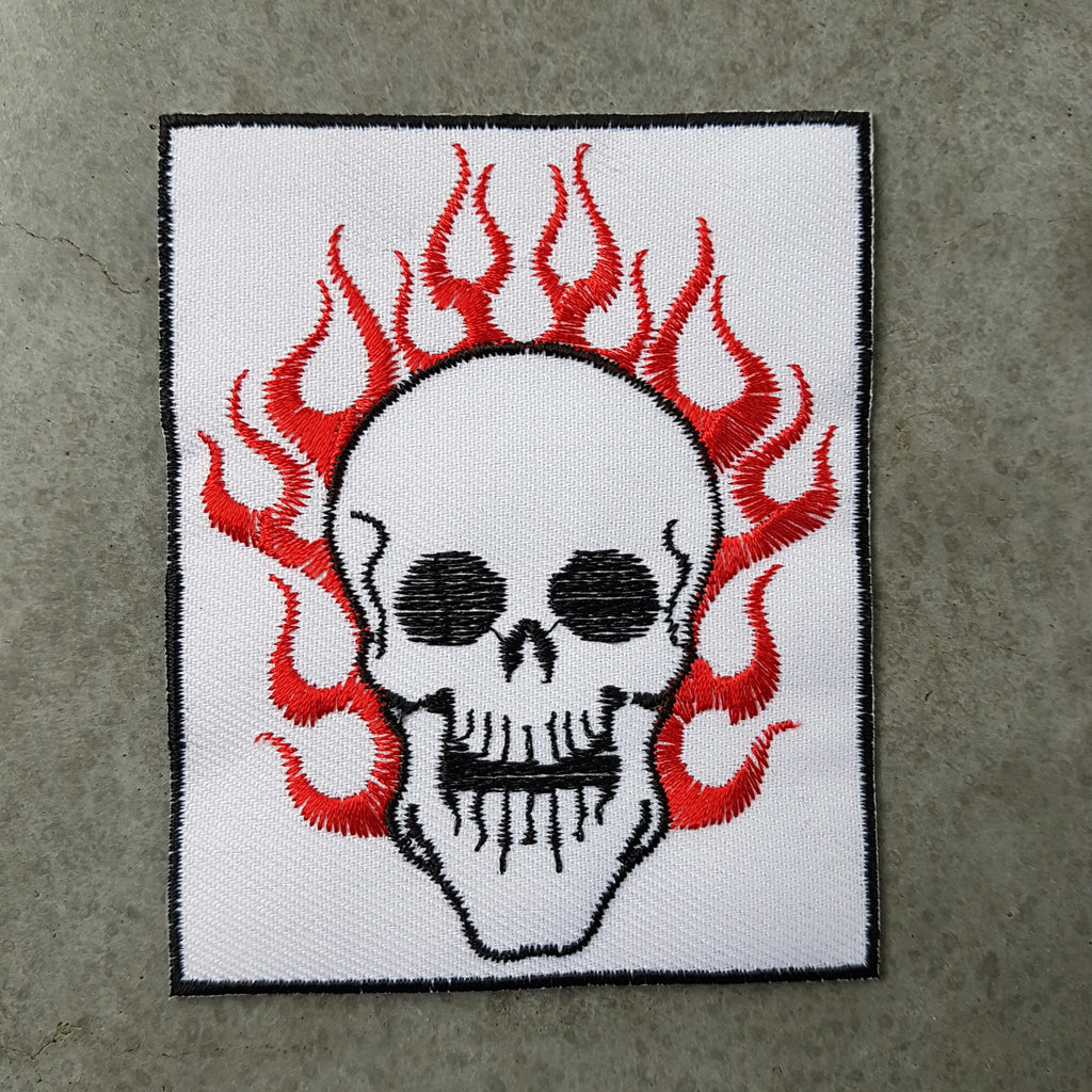 "Patch ""Vlammen skull"" wit"