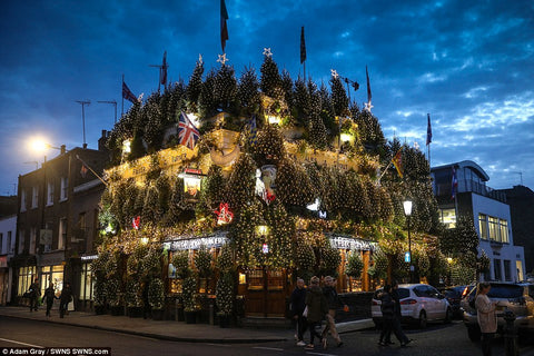The Churchill Arms, Kensington, Christmas Decorations