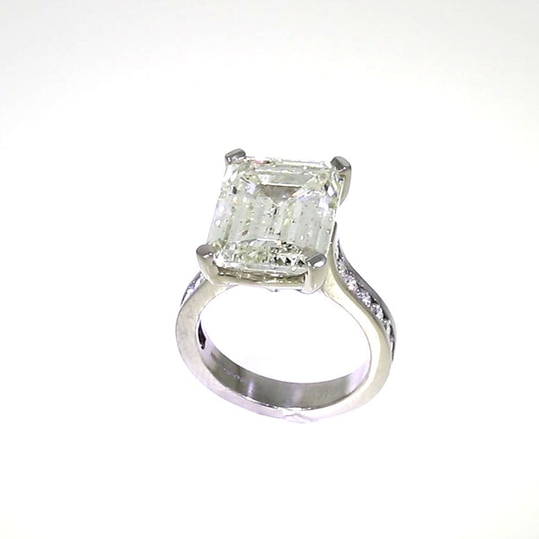 Emerald Cut & Brilliant Cut Diamond Ring - Platinum