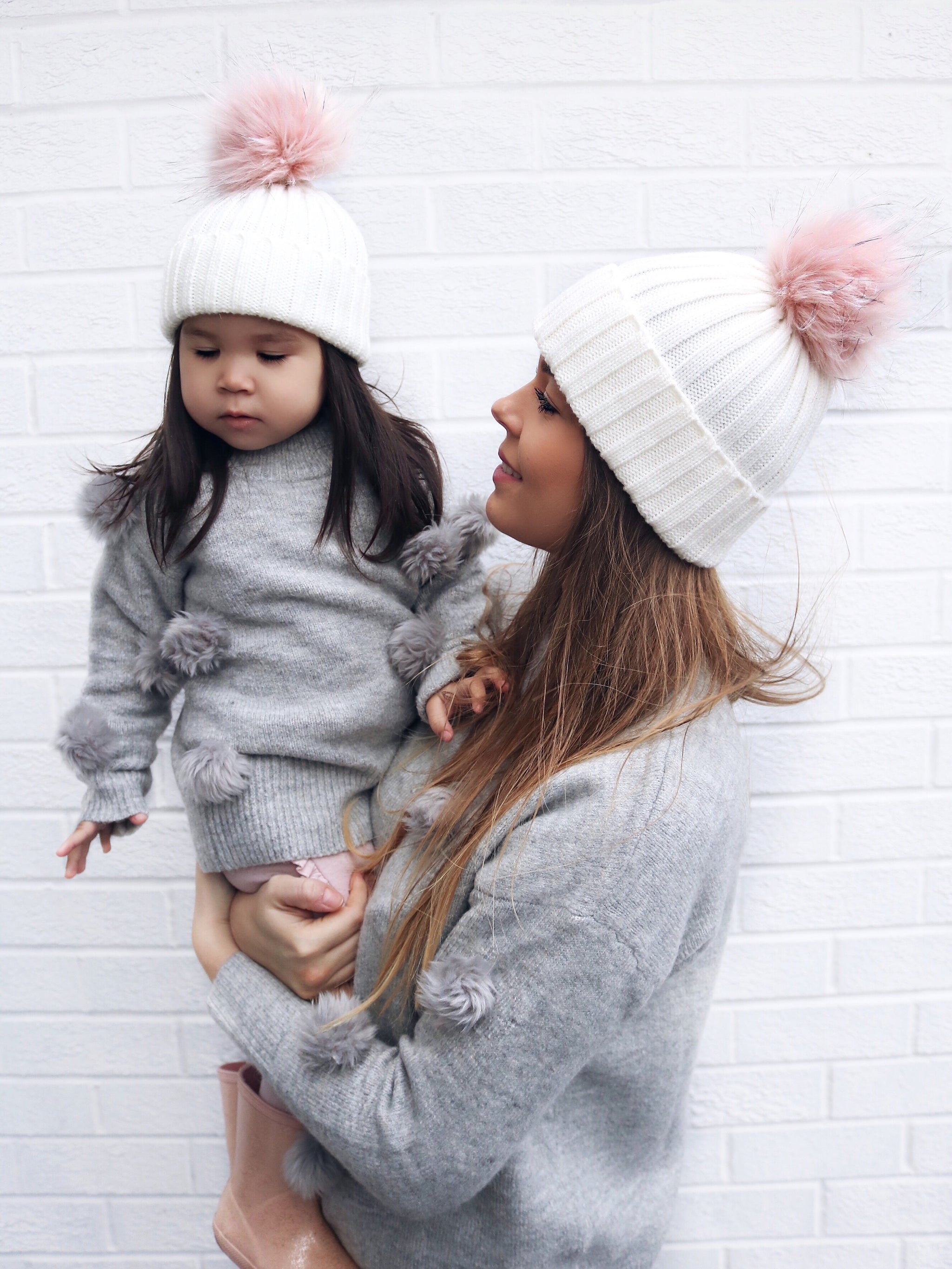 Cream bobble hat - ADULT