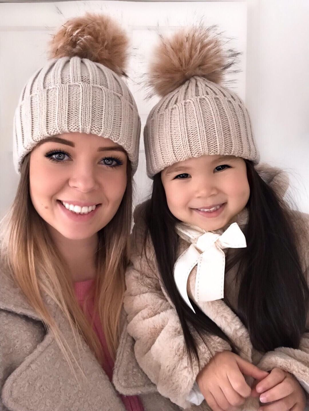 Beige bobble hat (single) - CHILD