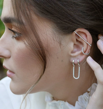Load image into Gallery viewer, SPARKLING LONG BAR EAR CUFF