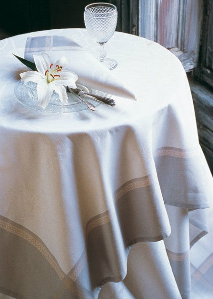 Le Jacquard Francais Palazzo/Champagne Tablecloth