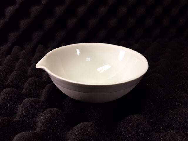 150ml Evaporating Dish, 40 x 100mm with Pour Spout