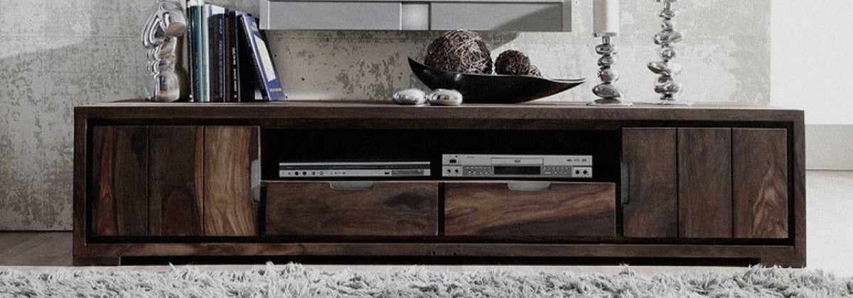 In keeping with the rest of the living room, the TV stand blends into the decor. Both design and practical, it hides many qualities to meet all needs.
