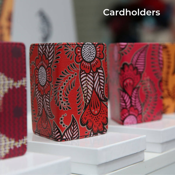 Store your bank cards, travel cards and oyster card safely and in style with a card holder from our collection at ID PETERS London
