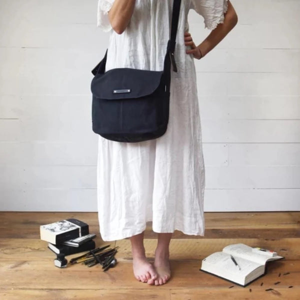 حقيبة All Black Finch Satchel Shoulder Bag PEG AND AWL