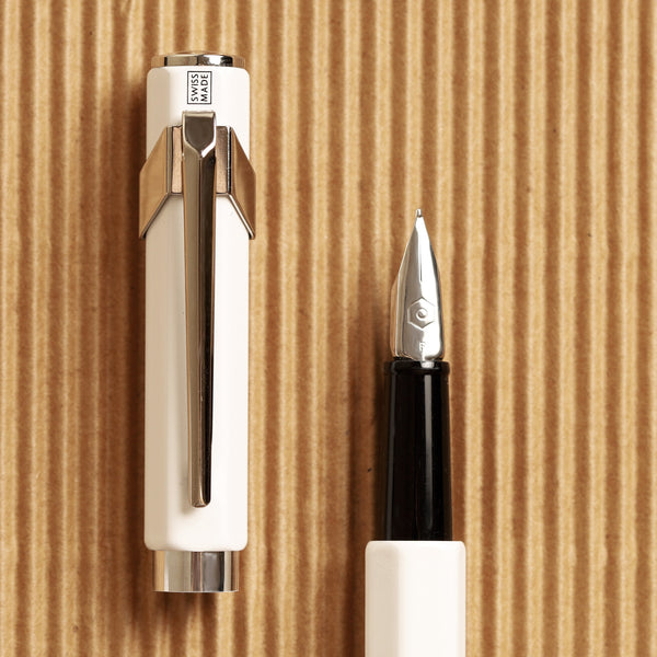 قلم METAL WHITE FOUNTAIN Pen Caran D'Ache