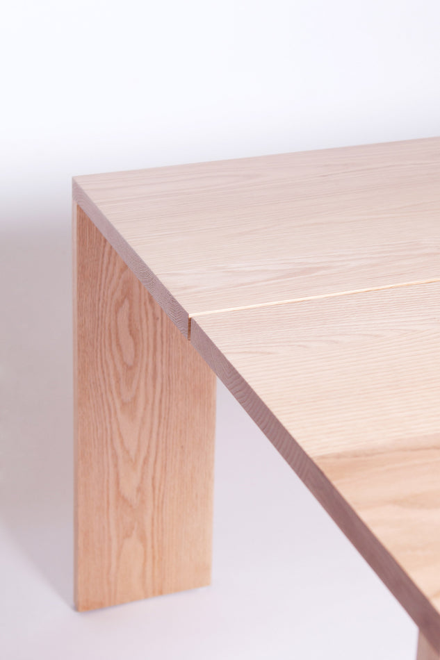 Linea Table