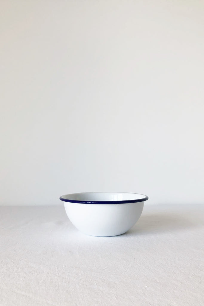 ENAMEL CEREAL BOWL IN WHITE WITH BLUE RIM