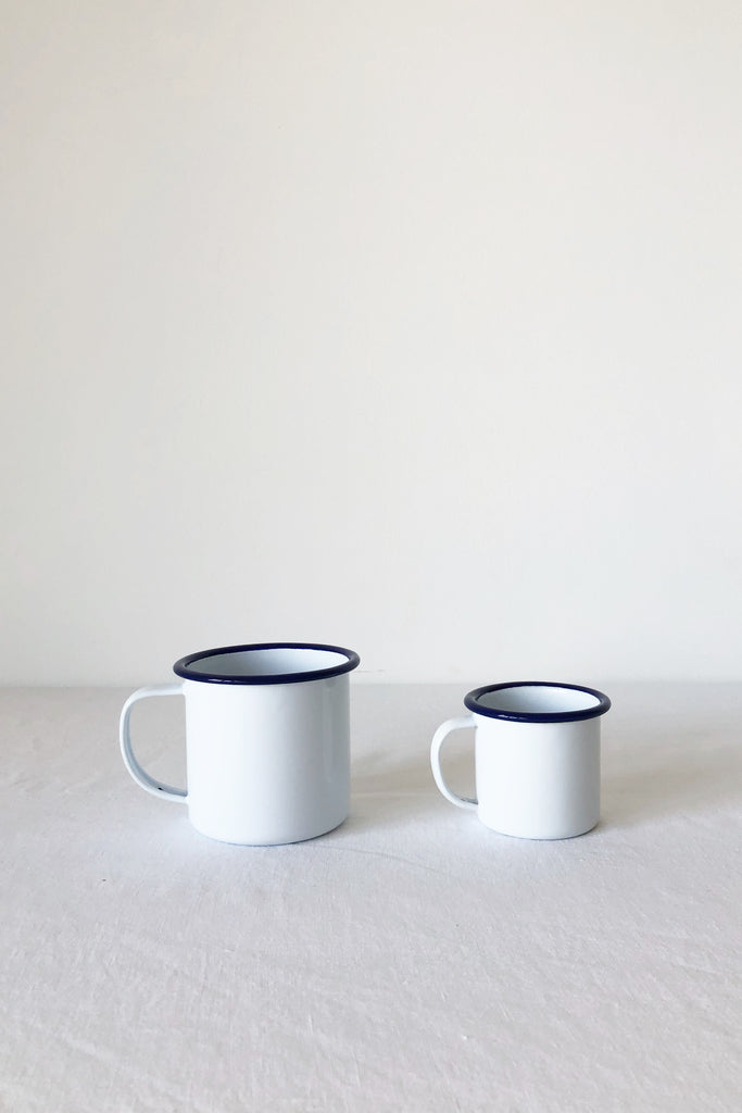 ENAMEL MUG IN WHITE WITH BLUE RIM