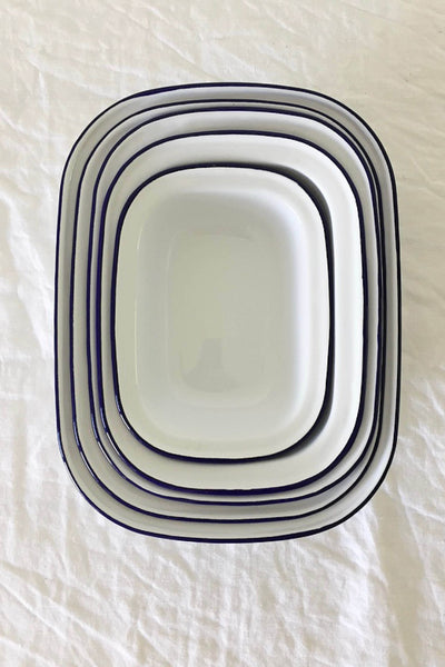 ENAMEL PIE DISH SET IN WHITE WITH BLUE RIM