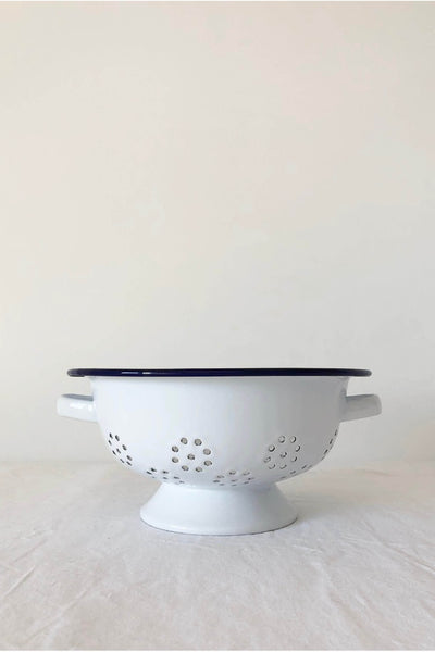 ENAMEL COLANDER IN WHITE WITH BLUE RIM