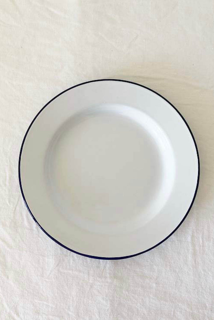 ENAMEL DINNER PLATE IN WHITE WITH BLUE RIM