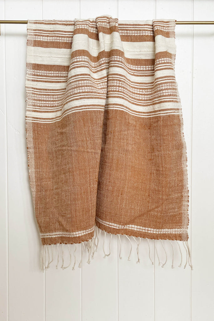 HAND LOOMED HAND TOWEL IN CLAY/NATURAL