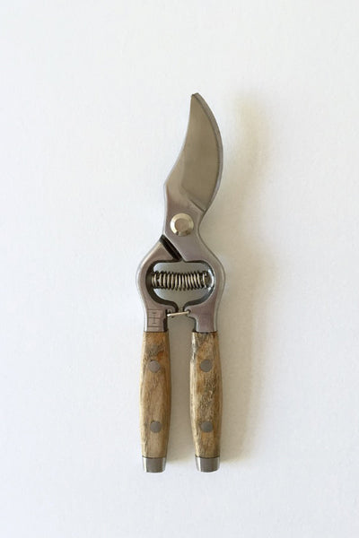 TIMBER-HANDLED SECATEURS