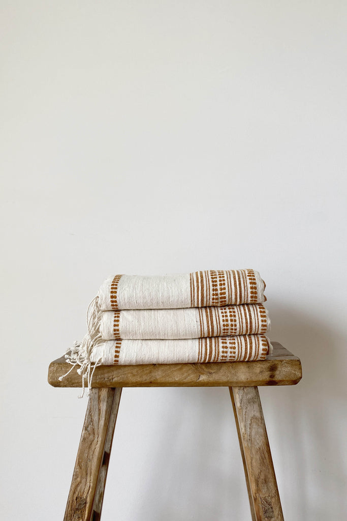 HAND LOOMED THROW IN NATURAL/CLAY