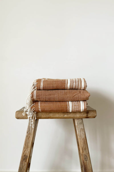 HAND LOOMED TOWEL IN CLAY/NATURAL