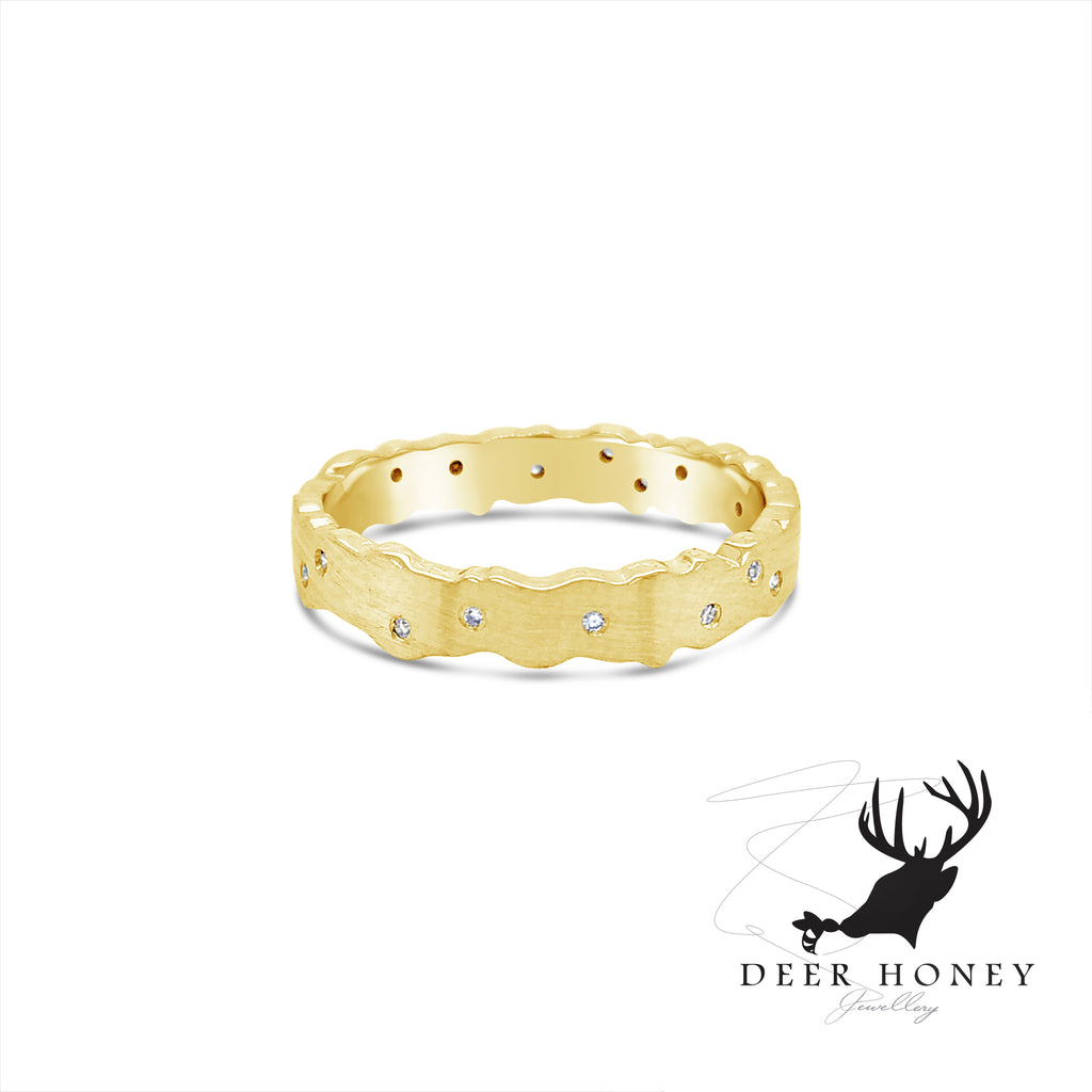 18ct Yellow gold and diamond band