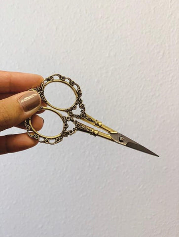 Flora Antiqued Embroidery Scissors  - 4.5 Inches - Vintage Style - Gold Colored
