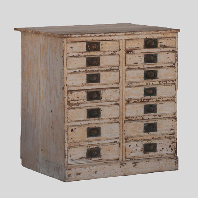 COLLECTORS CHEST