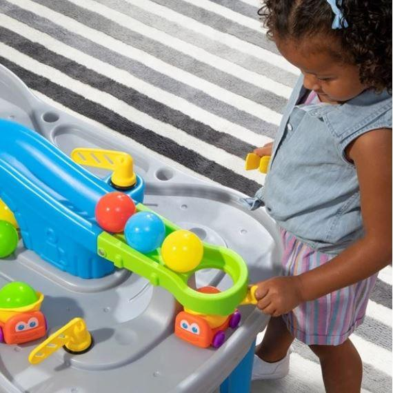 MESA CON PISTA DE DIVERSION DE PELOTAS / BALL BUDDIES TRUCKIN & ROLLIN PLAY TABLE