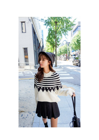 Ivory Knit With Black Pattern K02
