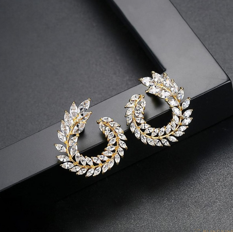 Wreath crystal studs