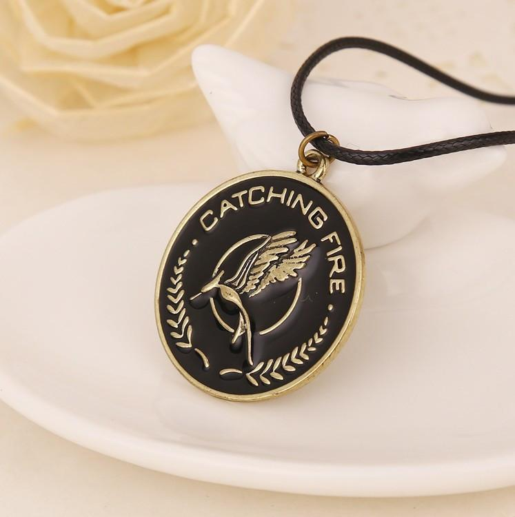 COLLIER CATCHING FIRE HUNGER GAMES 2 - LIVRAISON GRATUITE !