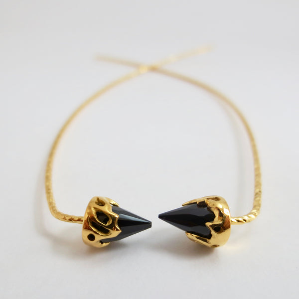 Comet earrings dressed in gold with Black Spinnel