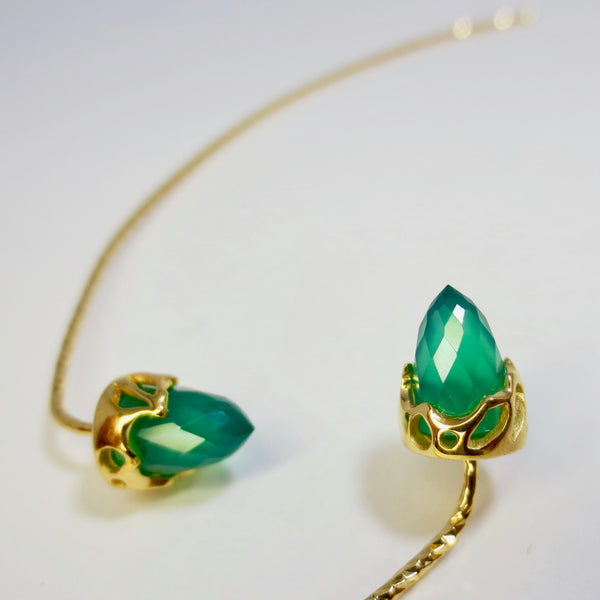 Comet Earrings dressed in gold with Green Agate