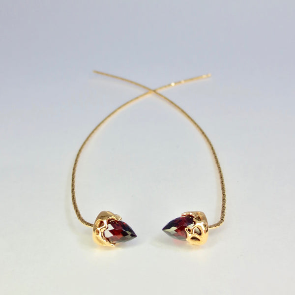 Comet earrings dressed in gold with Garnet
