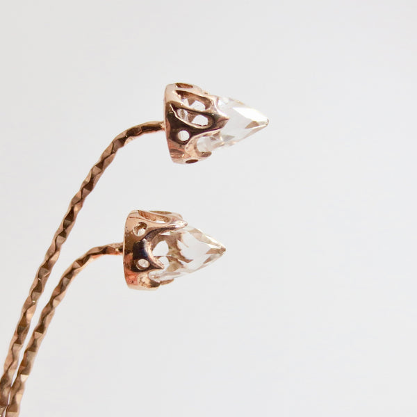 Rock crystal Comet earrings dressed in rose gold.