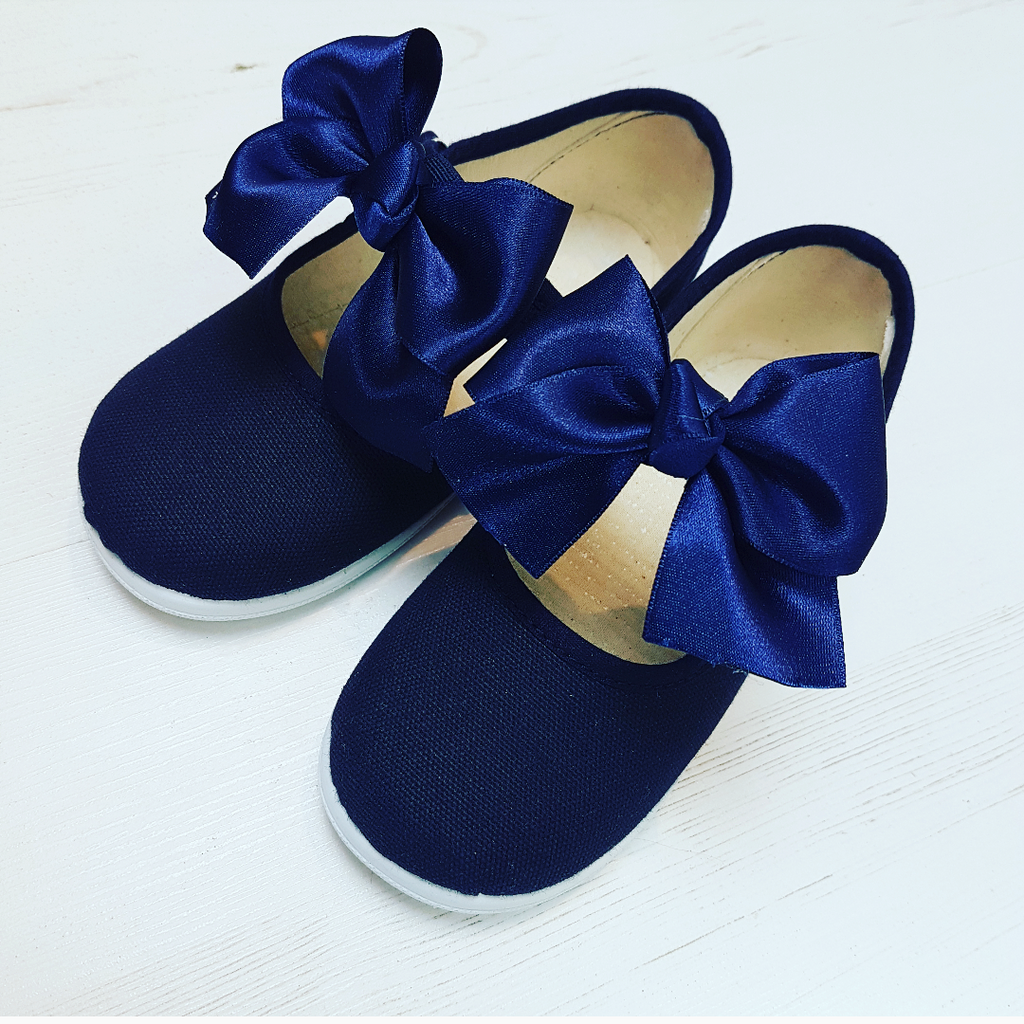 Navy Girls Bow pumps