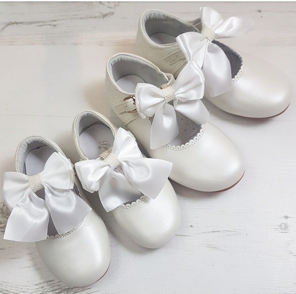 spaish girls ivory shoes, girls mary janes, girls bridesmaid shoes, communion shoes, bow shoes