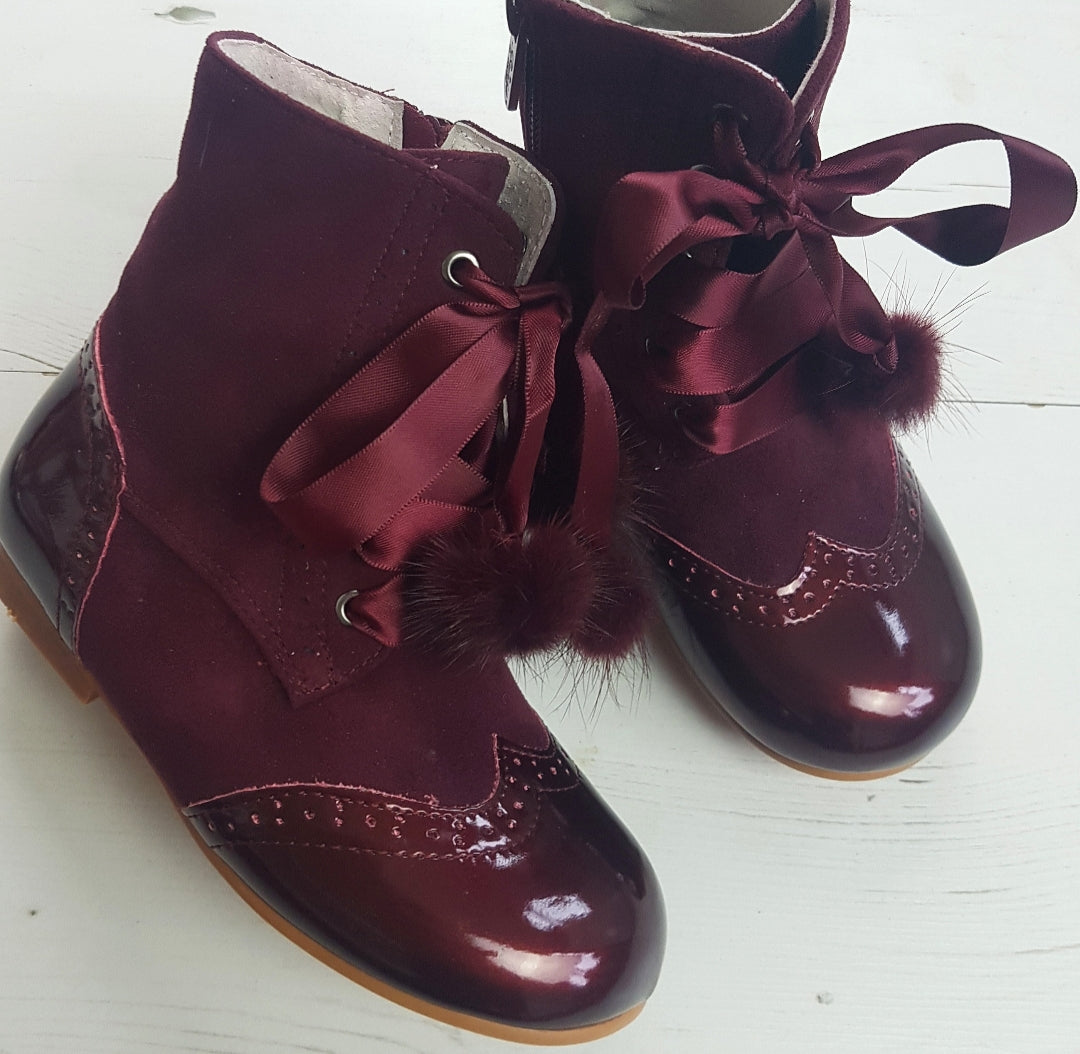 Pom Pom Boots Girls .... ( size 4.5 to 13)