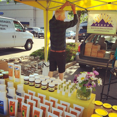 Pontus the beekeeper setting up the Bjorn's CO Honey booth at front range farmers market