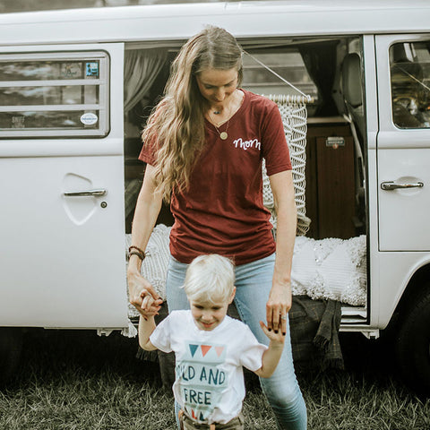"""MOM"" T-SHIRT IN CRANBERRY - Grins & Grace"