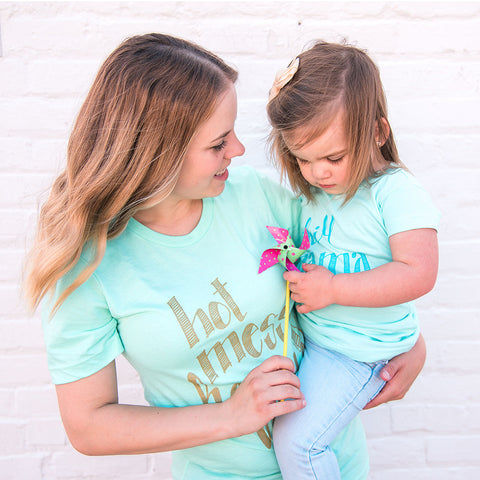 """HOT MESS & HAPPY"" MOM T-SHIRT IN MINT - Grins & Grace"