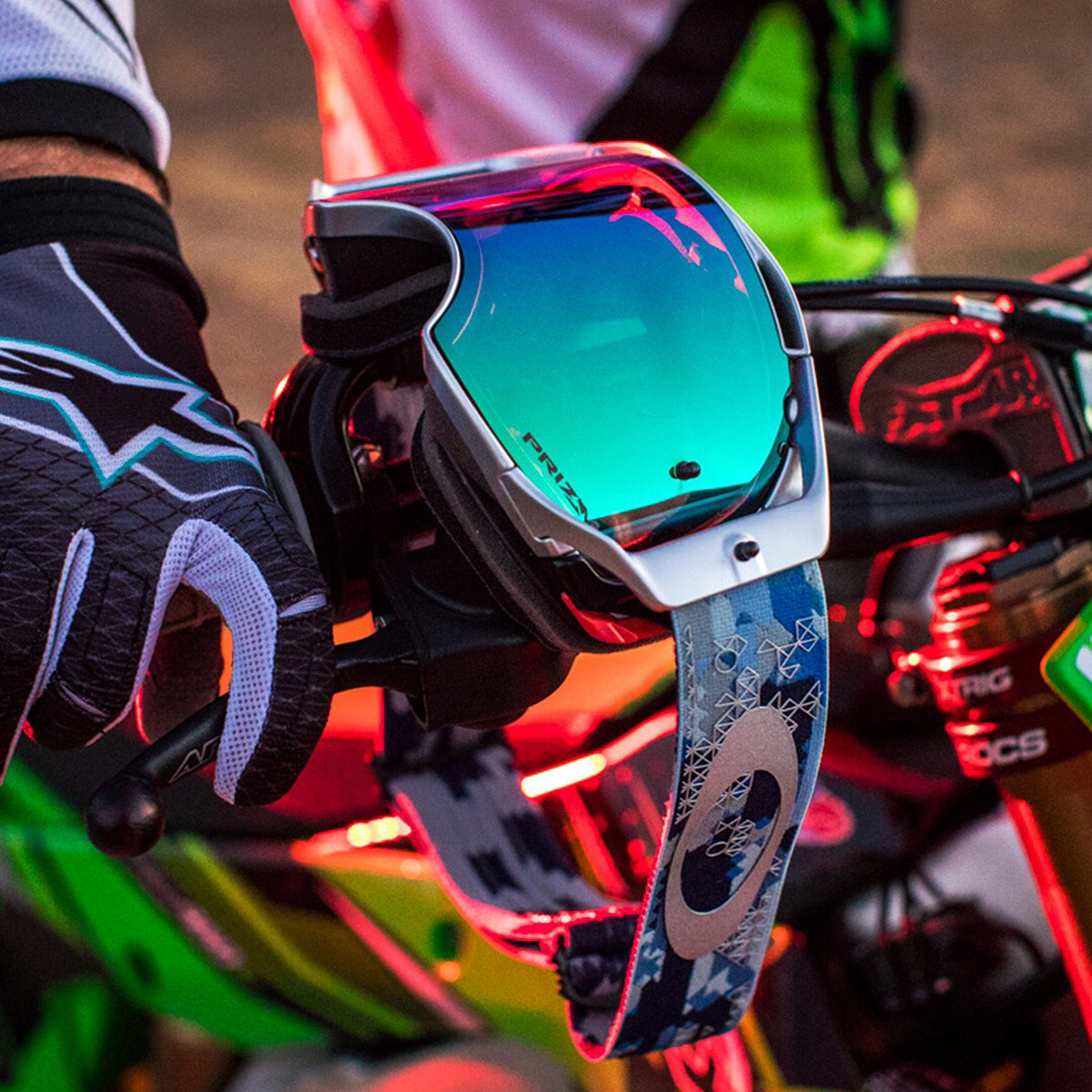 f9e0146b6341 Oakley Store Wall | Information and Guide Pages | Motorhelmets.com ...