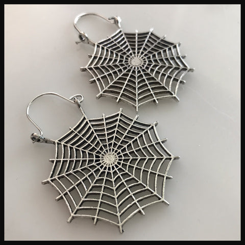 Spiderweb hangers gold