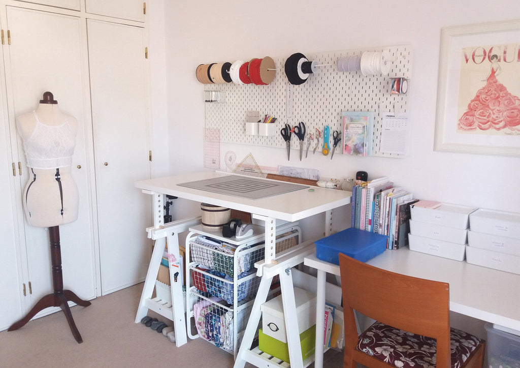 Organização do meu atelier / Tour of my sewing room