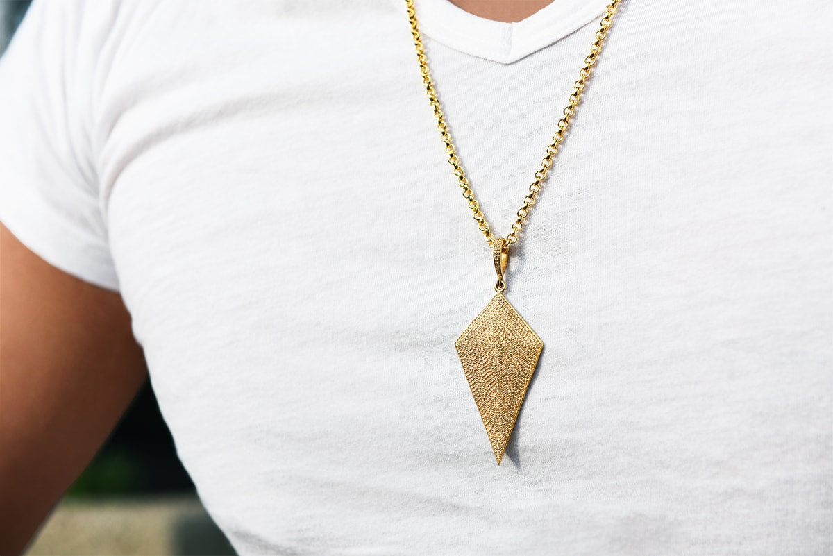 guy wearing diamond gold pendant and chain